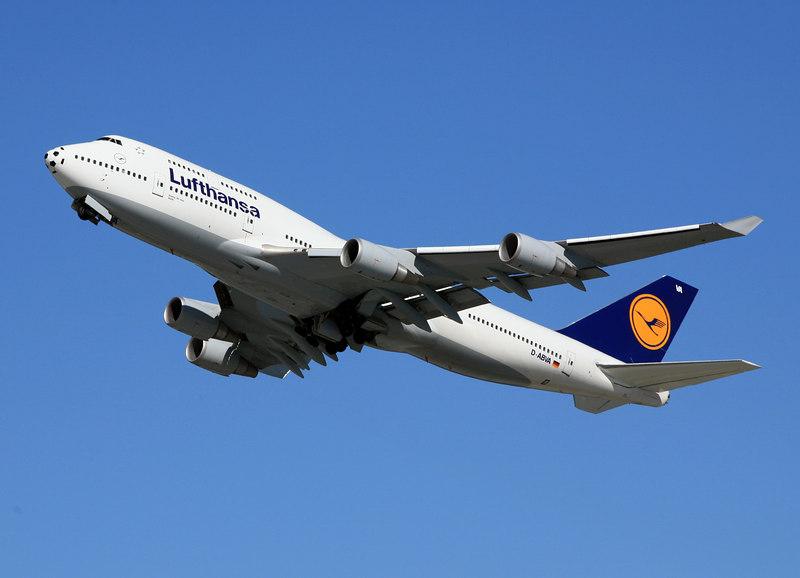 Lufthansa Boeing 747-400 departing San Francisco International.