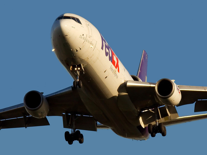 A FedEx MD-10 on approach to KSJC 30L