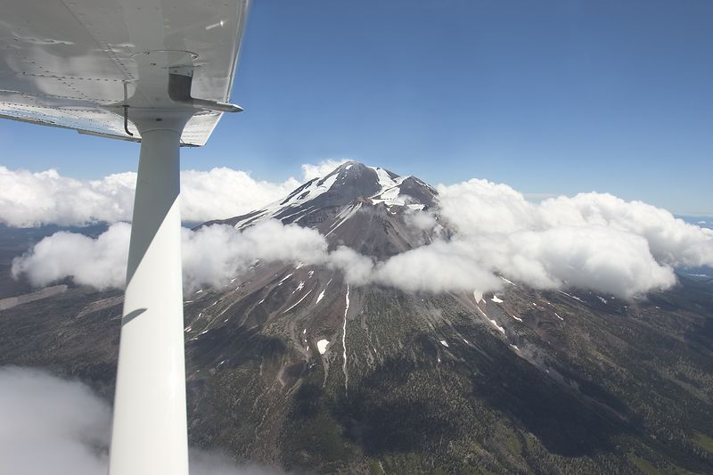 Mount Shasta seen from the pilot's seat of a Cessna 172. <br /> August 2004.