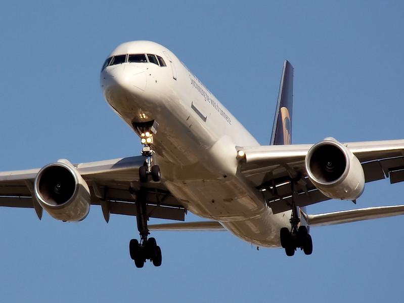 UPS Boeing 757 on short final to runway 30L at KSJC, San Jose, California.
