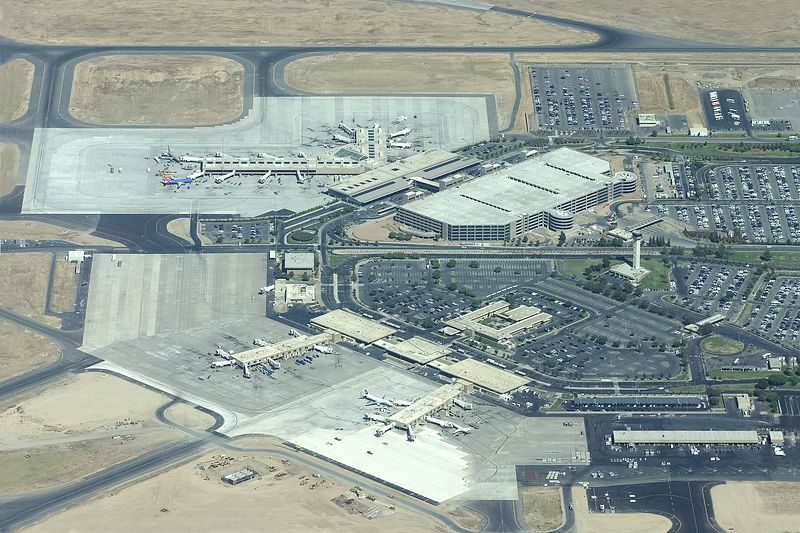 The terminal area of Sacrament International Airport.