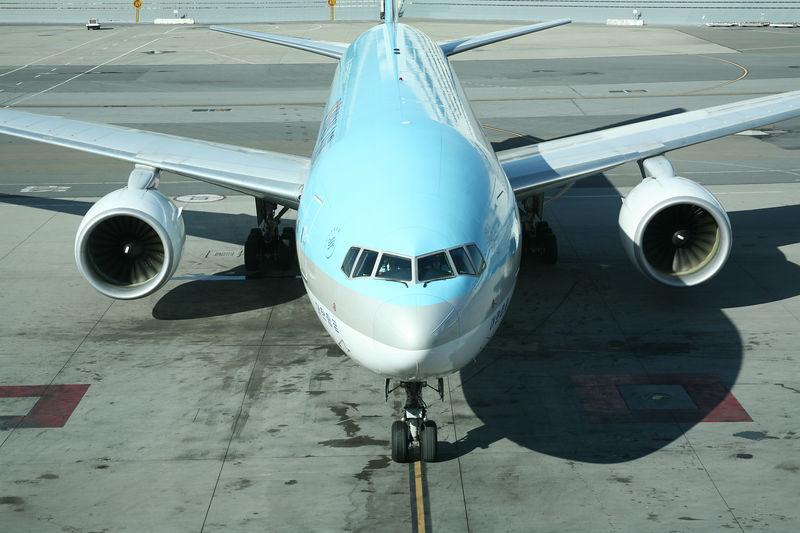 Korean 777 pulling up to the gate at San Francisco International.