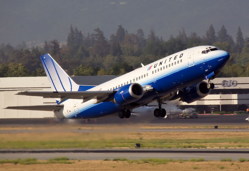 A United Airlines Boeing 737 departs from San Jose, CA. (KSJC)