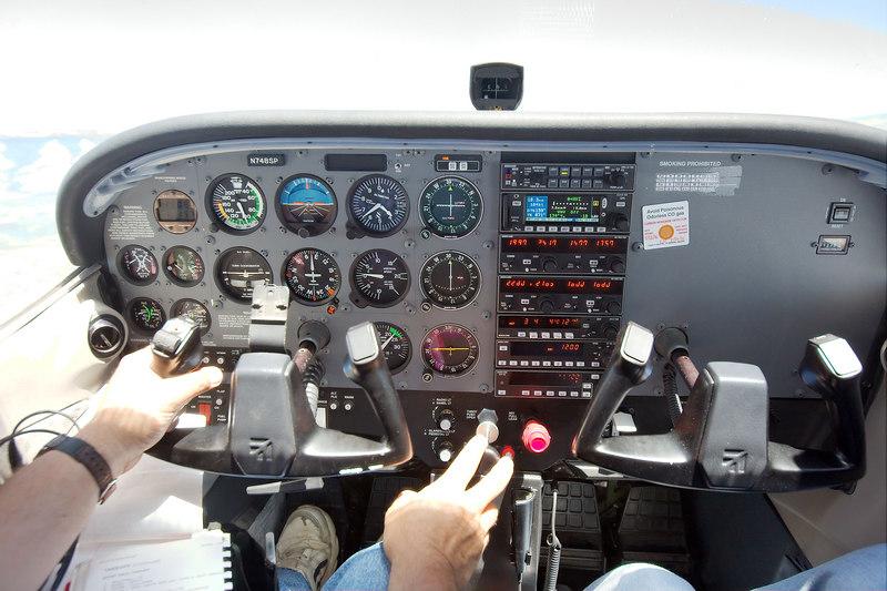 Cessna 172SP panel, in flight.