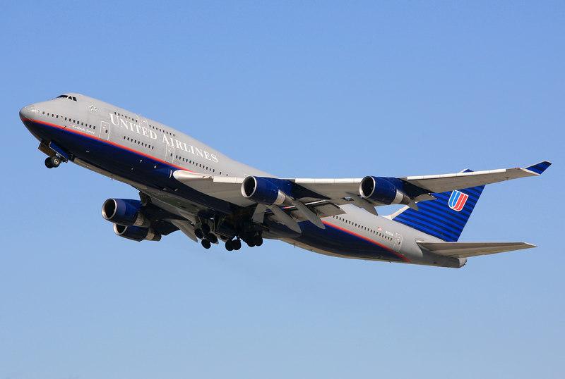 United Airlines Boeing 747-400 N117UA departing San Francisco International.