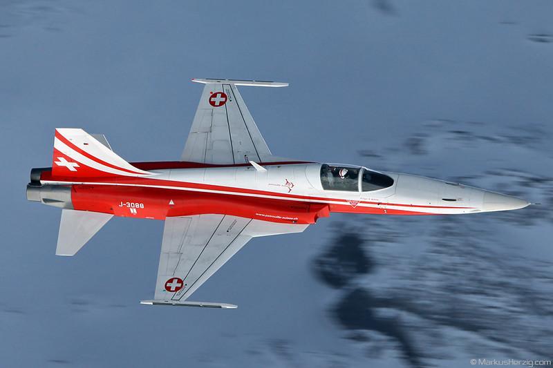 J-3088 F-5E Patrouille Swiss @ Lauberhorn Switzerland 15Jan11