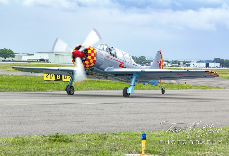 YAK 52-TW Taxis By