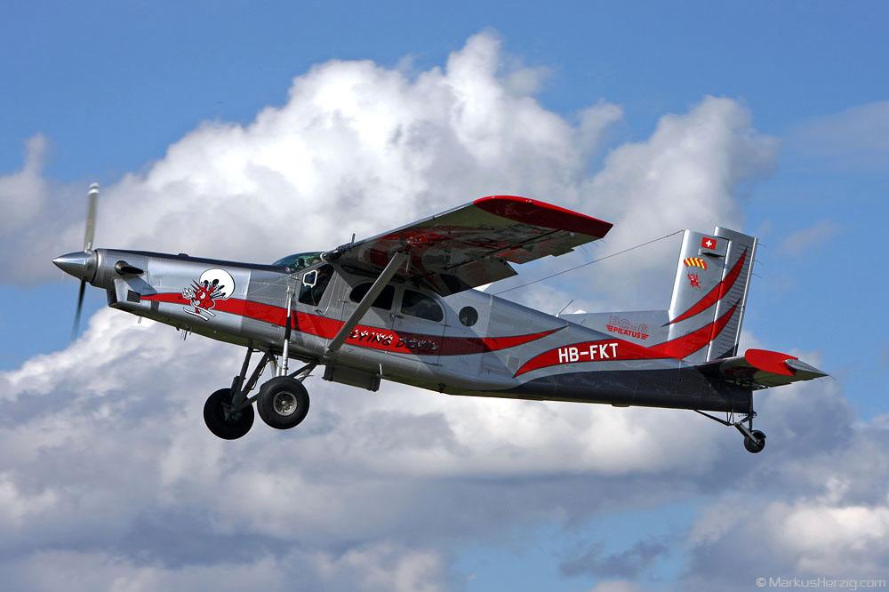 HB-FKT PC-6/B2-H4 #876 Flying Devil @ Ecuvillens Switzerland 2Apr10