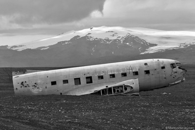 17171 C-117D @ Solheimasandur Iceland 23Jul09 - in the background: Eyjafjallajökull volcano