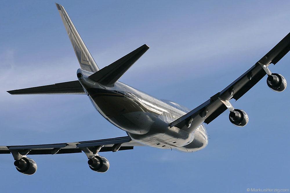 9V-SPM B-747-400 Singapore Airlines @ Zurich Switzerland 25Dec04