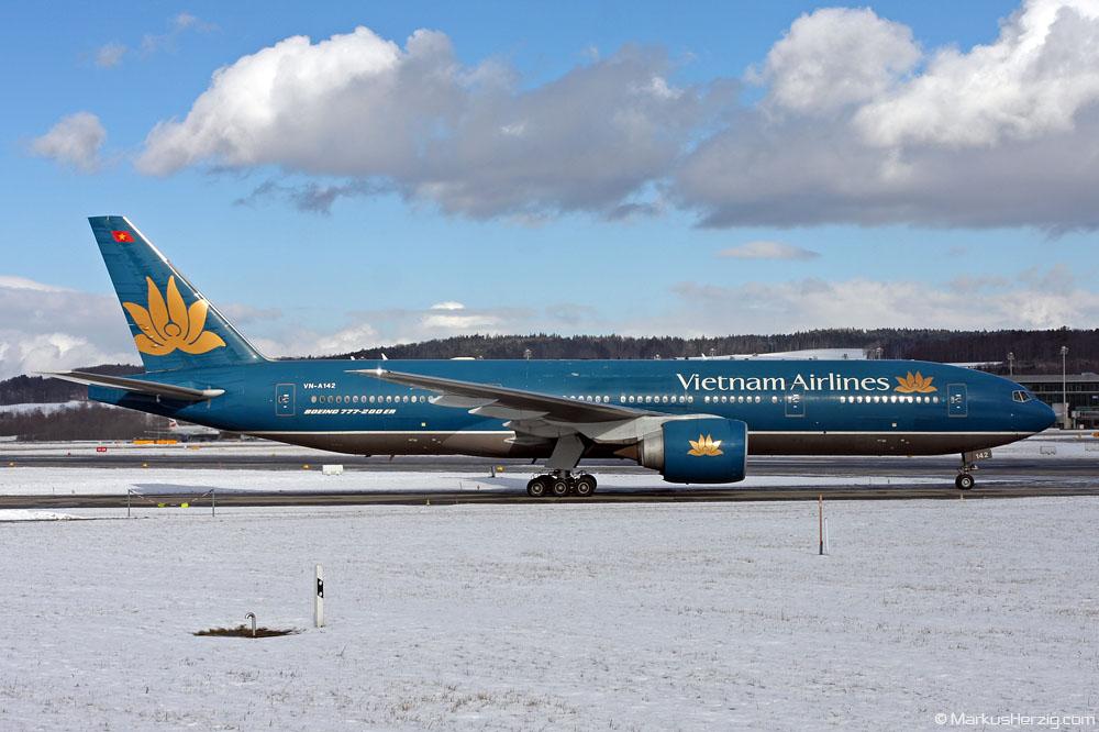 VN-A142 B777-2Q8ER Vietnam Airlines @ Zurich Switzerland 30Jan10