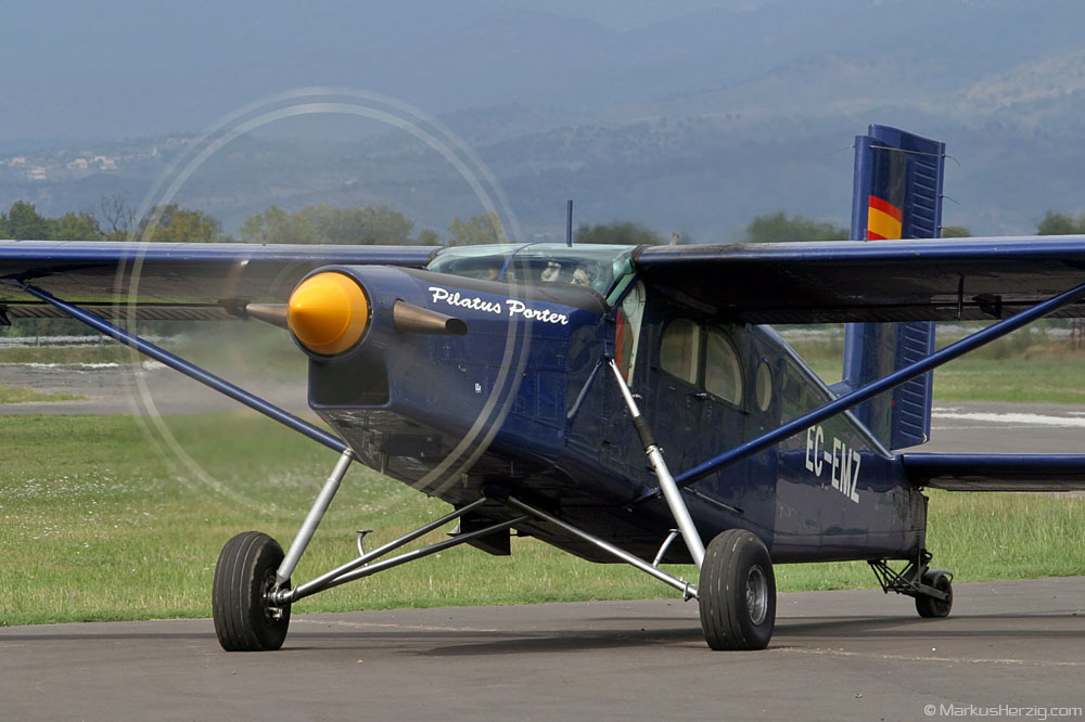 EC-EMZ Pilatus PC-6/B2-H2 #672 @ Empuriabrava Spain 29Sep03