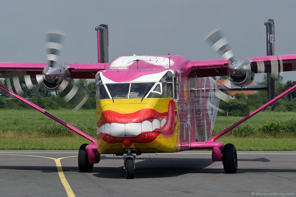 OE-FDE Short Skyvan Pink Aviation Services @ Leer-Papenburg Germany 17Jul04