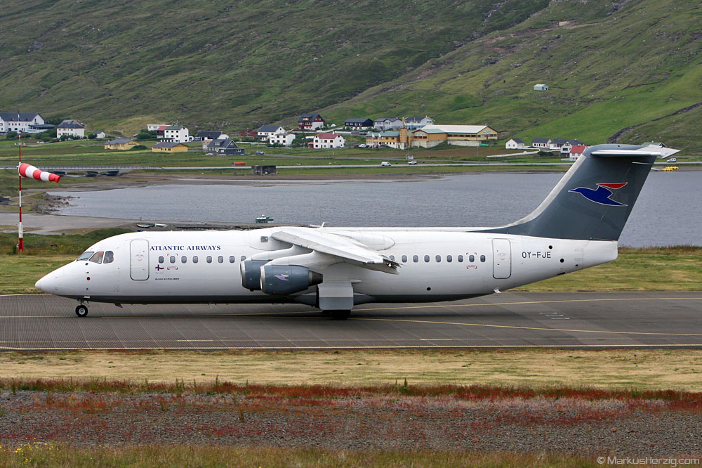 OY-FJE RJ100 Atlantic Airways @ Vagar Faroe Islands 13Jul09