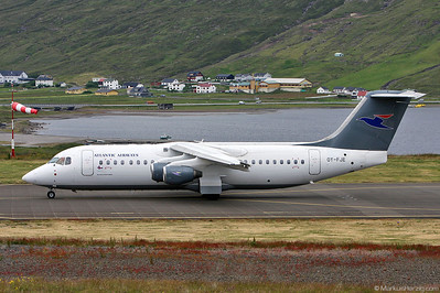 OY-FJE RJ100 Atlantic Airways @ Vagar Faroe Islands 13Jul09