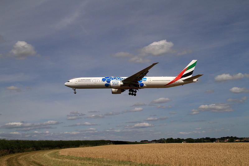 777-300.