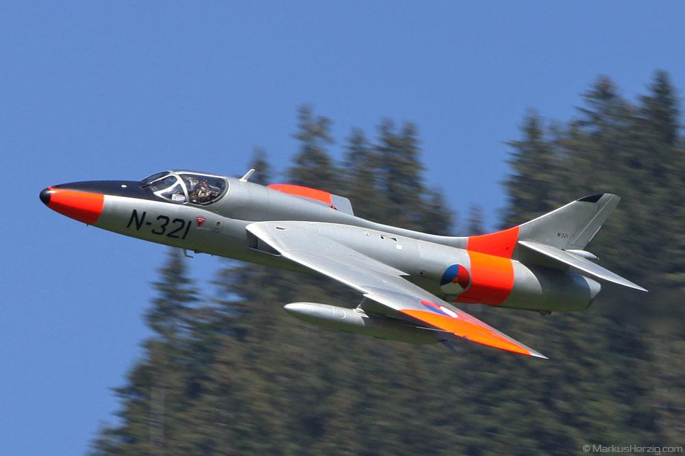 G-BWGL N-321 Hawker Hunter T8C @ St.Stephan Switzerland 21Aug10