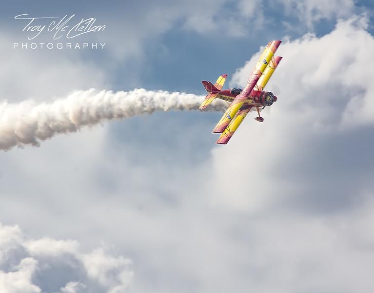 A Showcat Makes an Aerobatic Dive at Sun n' Fun 2017