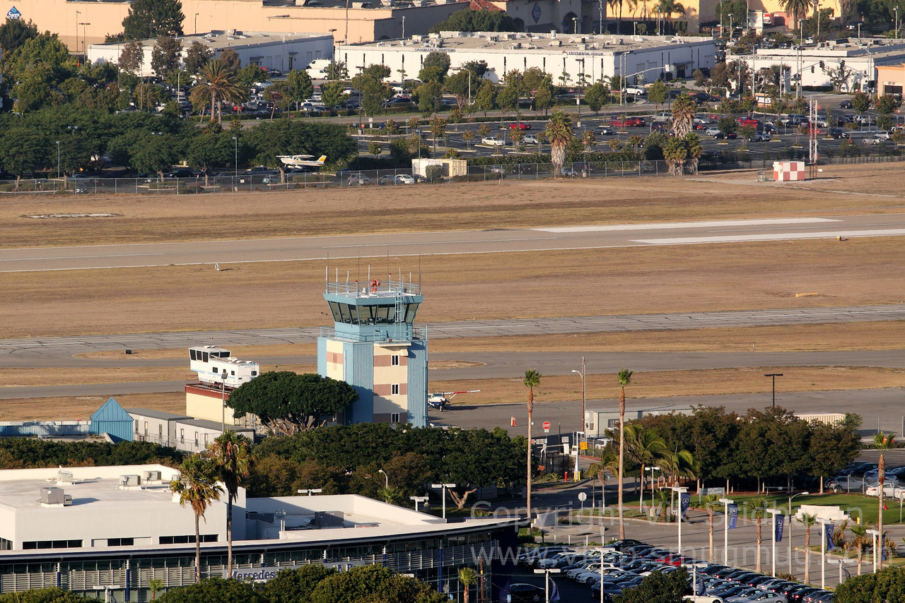 http://www.vksphoto.com/Airplanes/Airports-Runways/Southern-California-Airports/i-DDQnwWt/0/X2/IMG4756-X2.jpg