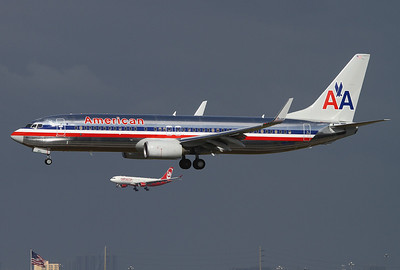 American Airlines Boeing 737-823 Miami - International (MIA / KMIA) USA - Florida, November 7, 2010 Reg: N854NN Cn: 33214/3412 Both aircrafts approaching the airfield shortly before a brief shower.