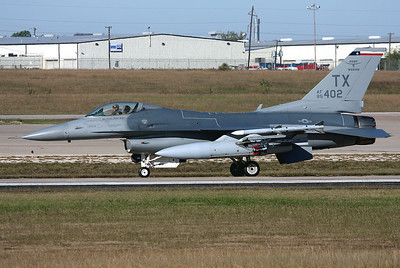 USA - Air Force General Dynamics F-16C Fighting Falcon (401) Fort Worth - NAS JRB / Carswell Field (AFB) (FWH / NFW) USA - Texas, October 27, 2009   Reg: 85-1402 Code: TX Taxiing for a RWY 35 take off in the morning.