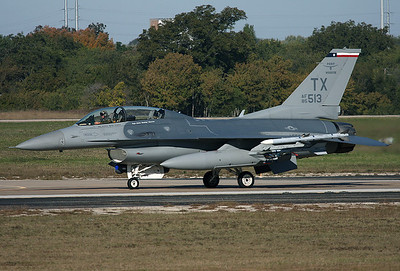 USA - Air Force General Dynamics F-16D Fighting Falcon (401) Fort Worth - NAS JRB / Carswell Field (AFB) (FWH / NFW) USA - Texas, October 27, 2009   Reg: 85-1513 Code: TX Taxiing for a RWY 35 take off in the morning.