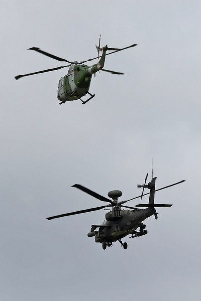 Airshow Fairford 2009 - The Blue Eagles - Westland Lynx AH7 & Apache AH1
