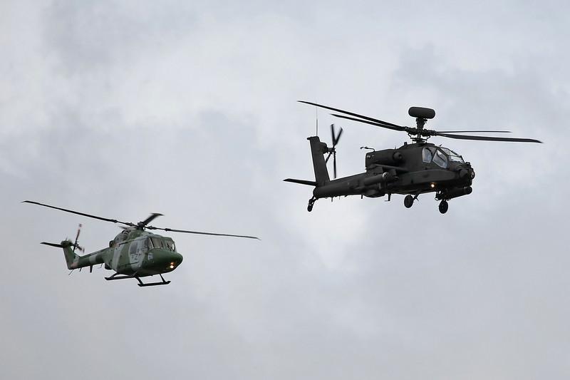 Airshow Fairford 2009 - The Blue Eagles - Westland Lynx AH7 & Apache AH1
