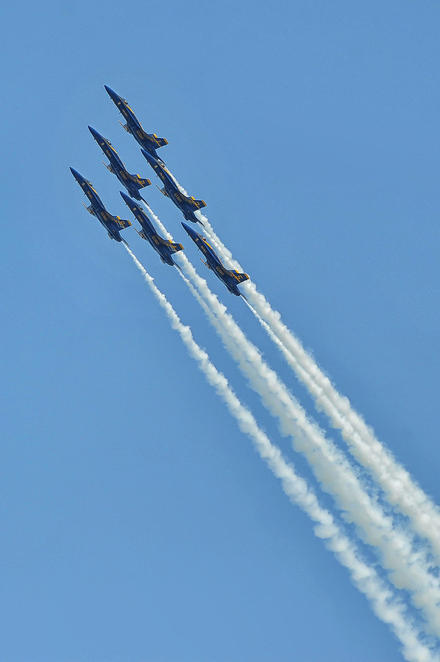 Blue Angels 1-6 entering the Delta Loop.
