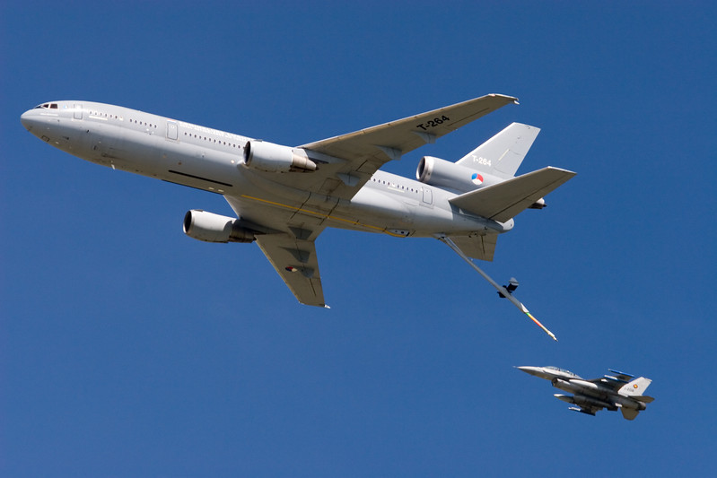 Fly-by KDC-10 and F-16. Royal Netherlands Air Force.