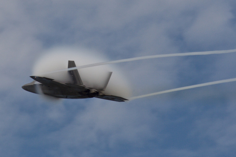 F-22 Raptor Stealth Fighter.  High-speed fly by!