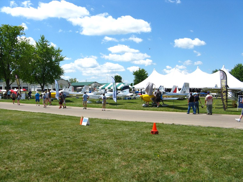 There were almost a dozen RV-12's built by students at the show.
