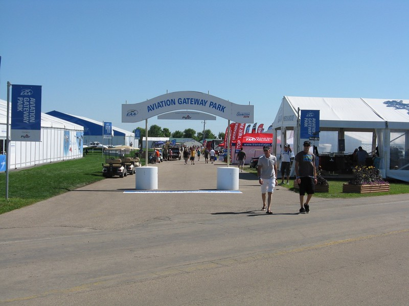 I wandered over to the main show center from Homebuilt camping to check out the exhibit halls.