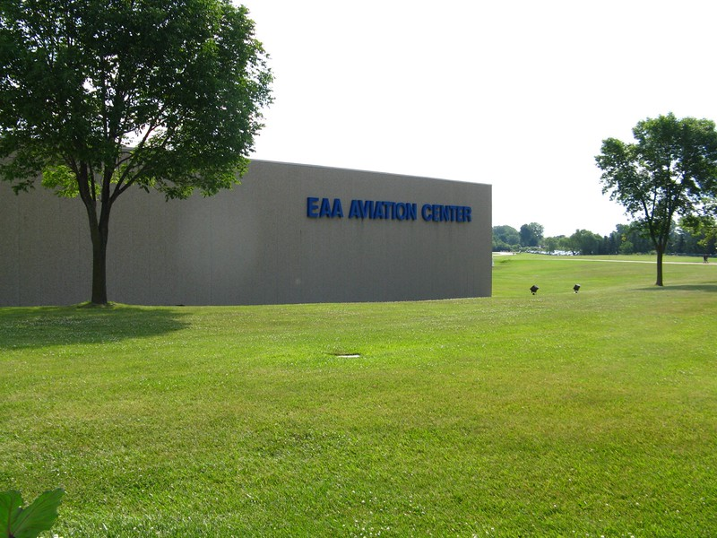 Wednesday morning it was HOT, so off to the EAA Museum to have some airconditioning comfort.