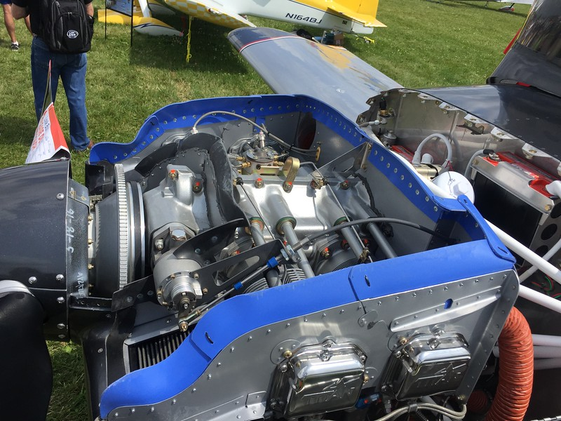 RV-14 engine with very nicely done baffles.