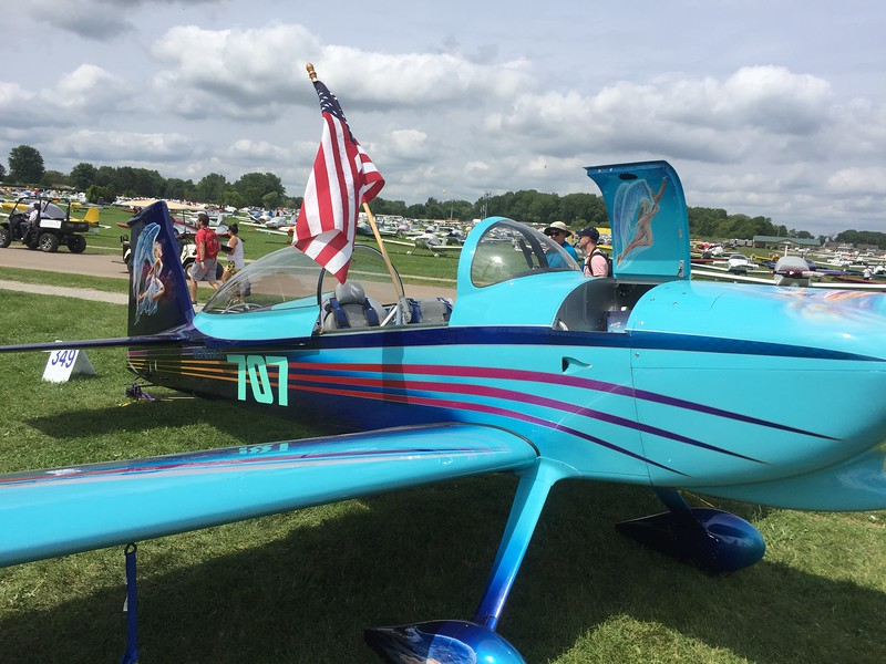 RV-8 with a spectacular paint job.