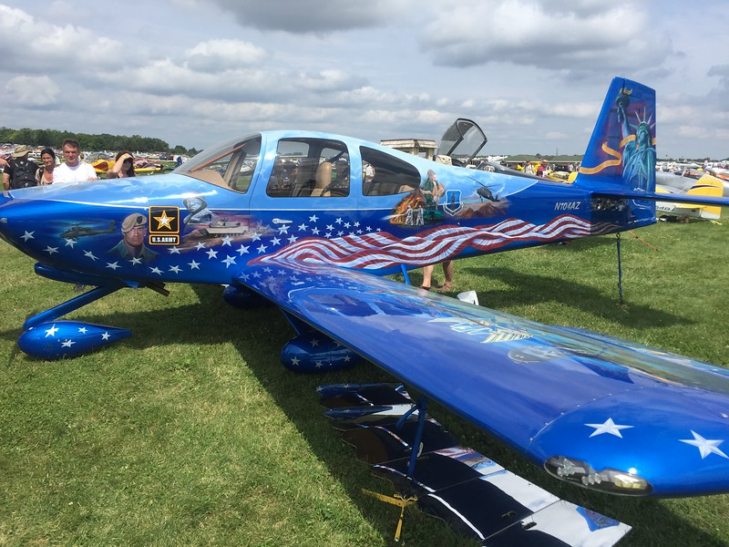 RV-10 with an amazingly detailed paint job.