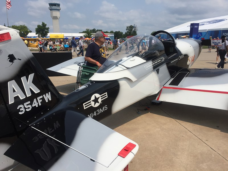 Another gorgeous paint job by Planeschemer/Evoke Aviation on this RV-8 at the Garmin display.