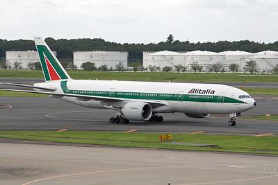 Alitalia Boeing 777-200 EI-DBM