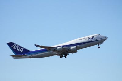 JA8958 ANA 747-400