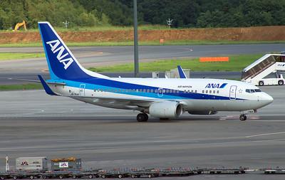 JA17AN ANA B737-700