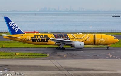 JA-743A ANA B777-200 STARWARS