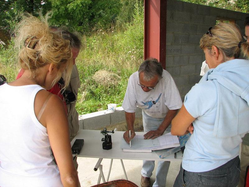 Firmando en el libro de vistas Bergons