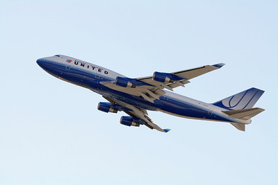 United Airlines Boeing 747-400 N127UA