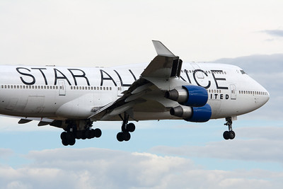 United Airlines Boeing 747-400 N121UA Star Alliance Logo