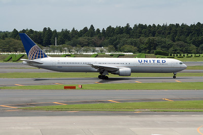 United Airlines Boeing 767-400 N76065