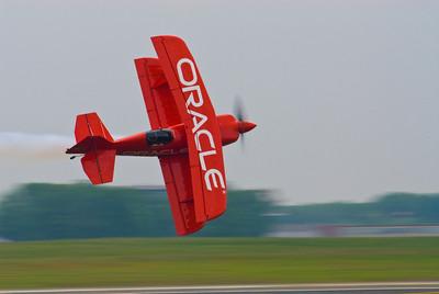 Sean Tucker in his Oracle Challenger panned on Runway 19