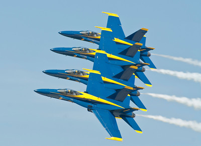 Blue Angels Echelon Pass 2 with a wingtip to canopy separation of 18 inches at 400 + mph