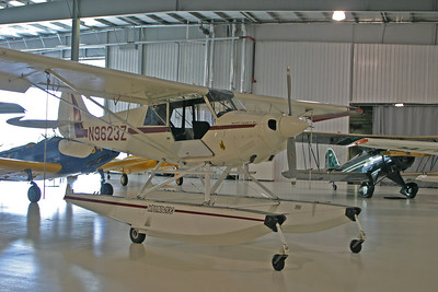 Aviat Husky Floatplane