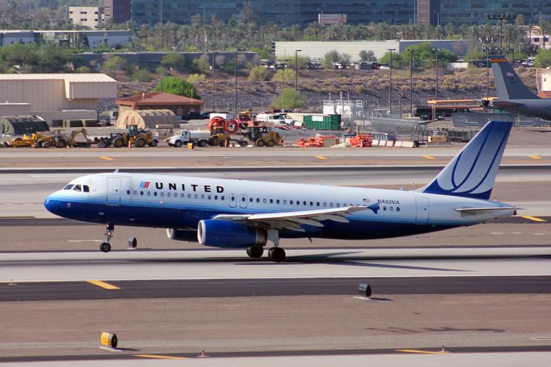 United 2001 Airbus A320-232 #N482UA